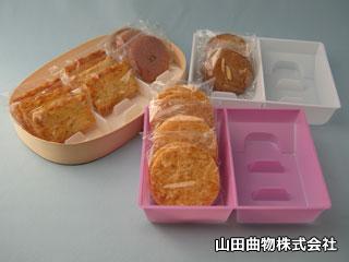 菓子トレー(クッキー・せんべい・おかき・あられ)と曲げわっぱ(曲げ物)業務用使い捨て